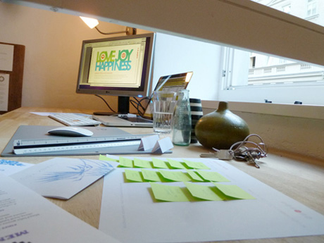 QYDJ_empapers_desk